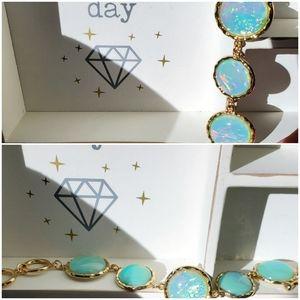 Green Opalescent & Gold tone bracelet